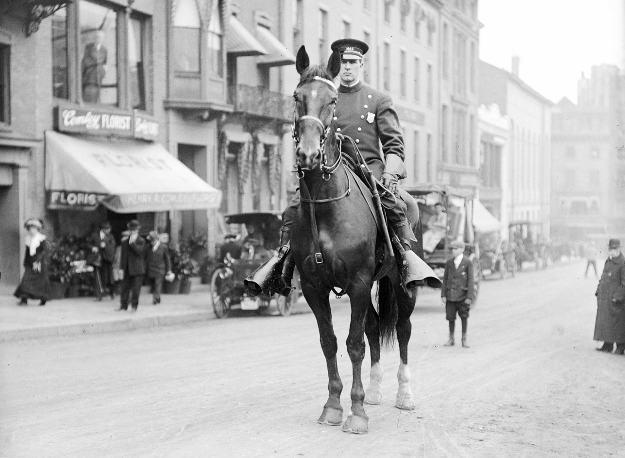 boston-mounted-cop-on-duty-on-tremont-st-1906-web