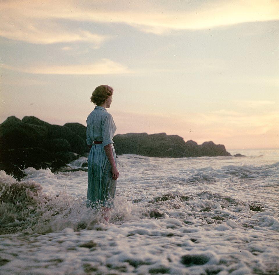 femme-ocean-ancien-photo-mystere-03