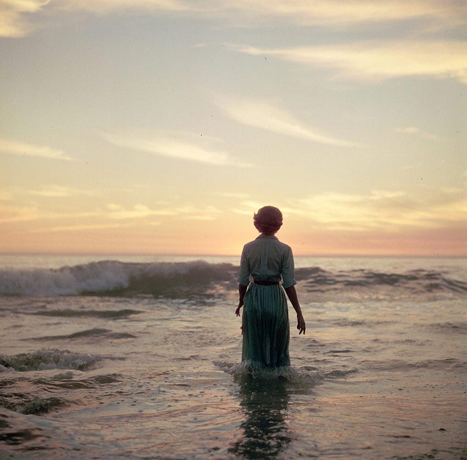 femme-ocean-ancien-photo-mystere-06