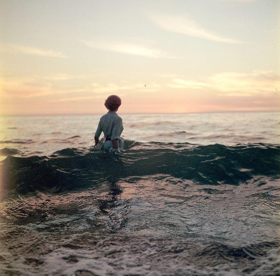 femme-ocean-ancien-photo-mystere-07